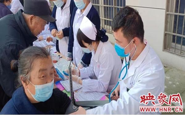 罗山:文明实践惠民生 健康宣教进社区